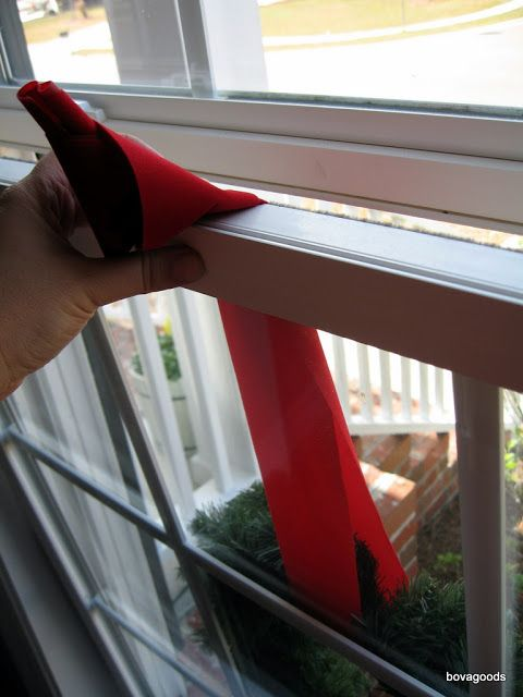 bovagoods: christmas goods: how i hang my window wreaths: