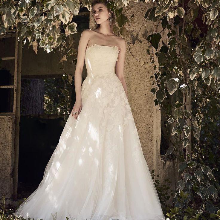Costarellos Spring 2018 Bridal Collection.  #costarellos #costarellosbride #NYBFW #nybridalmarket #nybfw2017 #nybridal #newyorkbridalweek #newyorkbridalfashionweek2017 #followthebuyers #catwalk #runway #weddingdress #bride #novia #spring2018 #bridalmarket