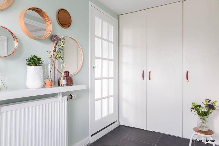 Ronde spiegels, een mint groene wand en opbergtips in de hal -