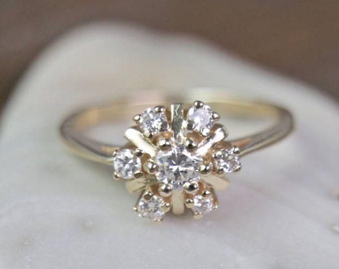 Anillo de flor de diamantes
