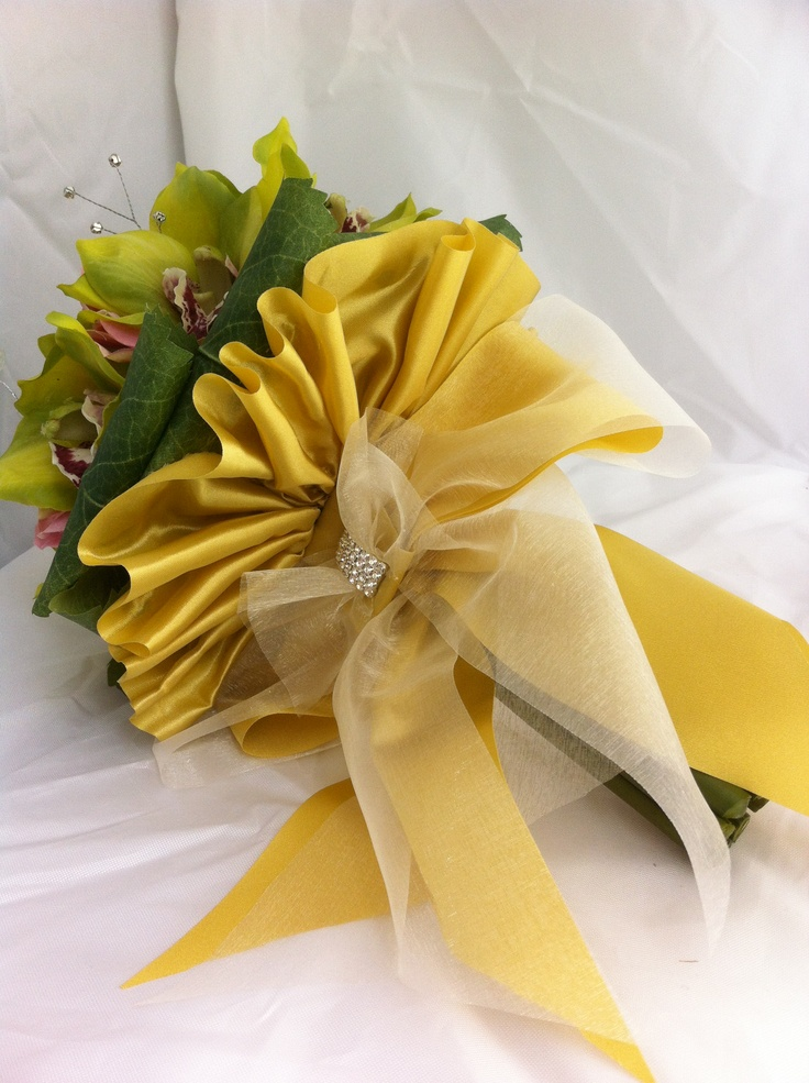 Detail of gold satin and organza bow.