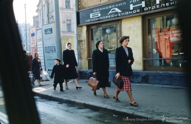Насайте «Настоящее время» опубликована вторая часть архива американского военного Мартина Манхоффа, который вначале 1950-х годов работал впосольстве США вМоскве. Вколлекцию вошли цветные фотографии икинопленки— наних снята повседневная жизнь города.