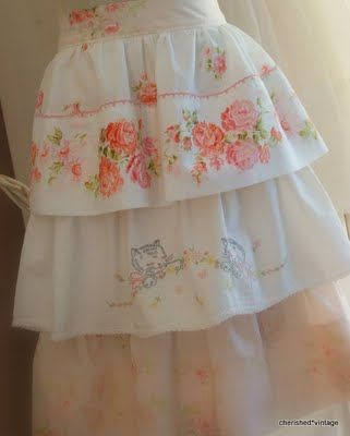 Vintage-look apron made from embroidered pillowcases Pillows Cases, Cherished Vintage, Pillowca Aprons, Flirty Pillowcases, Vintage Linens, Aprons String, Vintage Pillowca, Pillowcases Aprons, Vintage Sheet