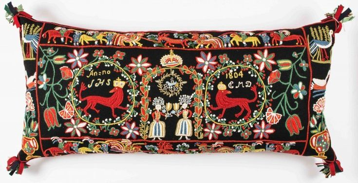 "Beautiful pillow ""Krönta lejon"". Traditional scanian wool embroidery."