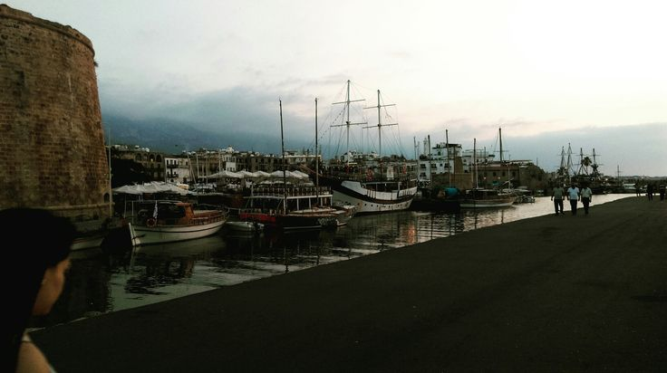 oldharbourkyrenia#girne#kyrenia#cyprus#beautifulsunset#awarmevening#harbour#people#ship#boats ⚓🌊🚢⛵🚤🚶🔥📸❤😊dum.11.06.2017