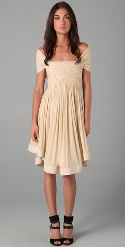 I love this dress. Now if only I had $945 that I could spend on a dress.