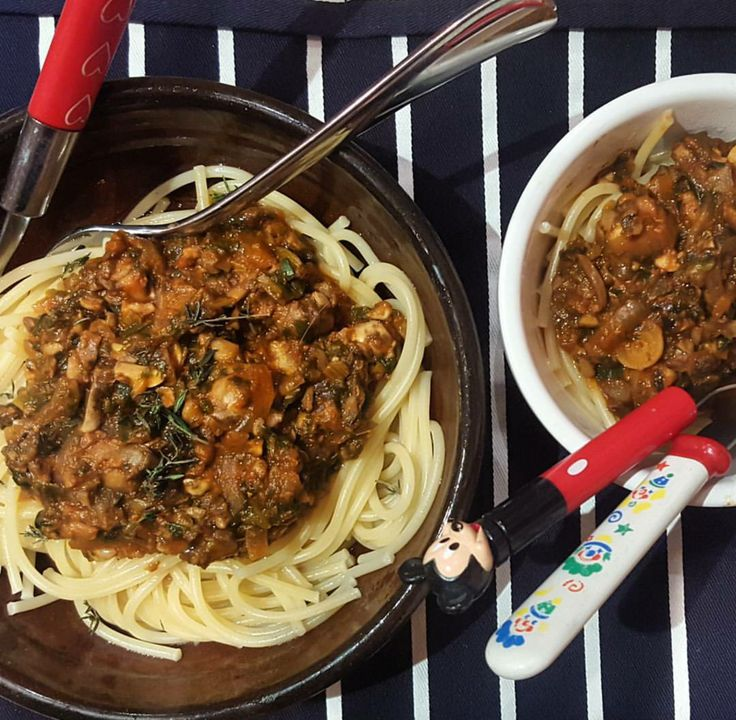 Mushroom and spinach bolognese, 38p (VEGAN)