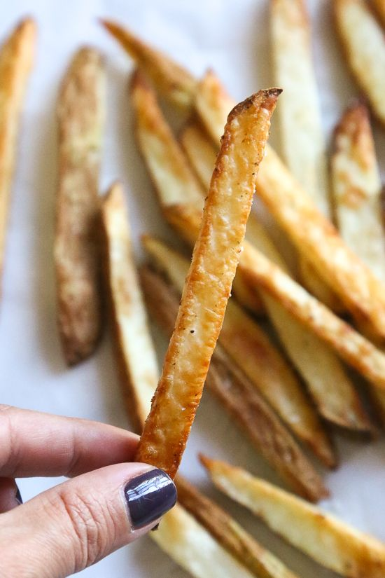 Crispy french fries made in the air-fryer, with just a small amount of oil! *5 Weight Watchers SmartPoints - SkinnyTaste.com