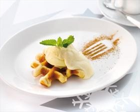 Kaneelwafels met appel en vanille-ijs