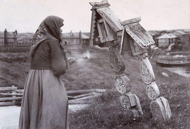 Многоярусные композиции деревянной резьбы крестов, русский Север
