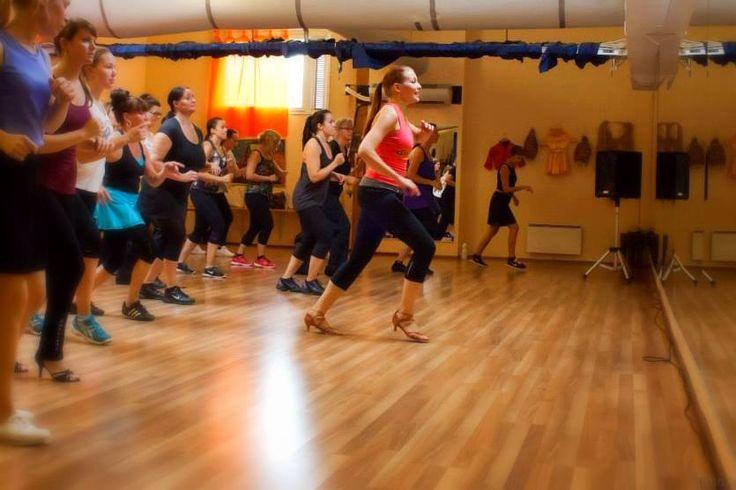 TYÖKOKEMUS: Tanssinopettaja, tanssikoulu Salsa de Cuba, Turku. Ohjaan kuubalaisia tansseja lapsille ja salsan alkeistunteja aikuisille. Haluan innostaa jokaista löytämään tanssista voimaa, energiaa ja iloa elämään. (Kuva: Timo Jokinen)
