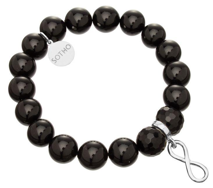Bransoletka wykonana z czarnych pereł SWAROVSKI® ELEMENTS w kolorze Mystic Black, fasetowanego onyksu, przekładki z symbolem nieskończoności i zawieszki z logo marki. Na zawieszce z logo można grawerować. Wszystkie elementy wykonane ze srebra 925.  http://www.sotho.pl/home/595-czarna-bransoletka-nieskoczonosc-symbol-infinity-srebro-onyks-fasetowany-perly-swarovski-elements.html