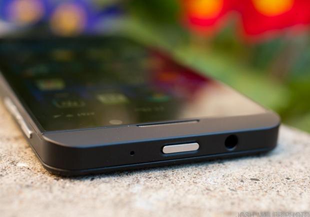 NICE TRY BUT FALLS WAY SHORT!!! NICE DESIGN, HORRIBLE OS!! BlackBerry Z10