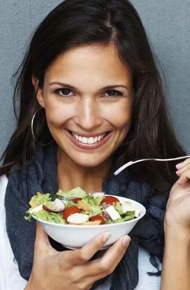 10 alimentos que você pode consumir à noite sem se sentir inchada no dia seguinte