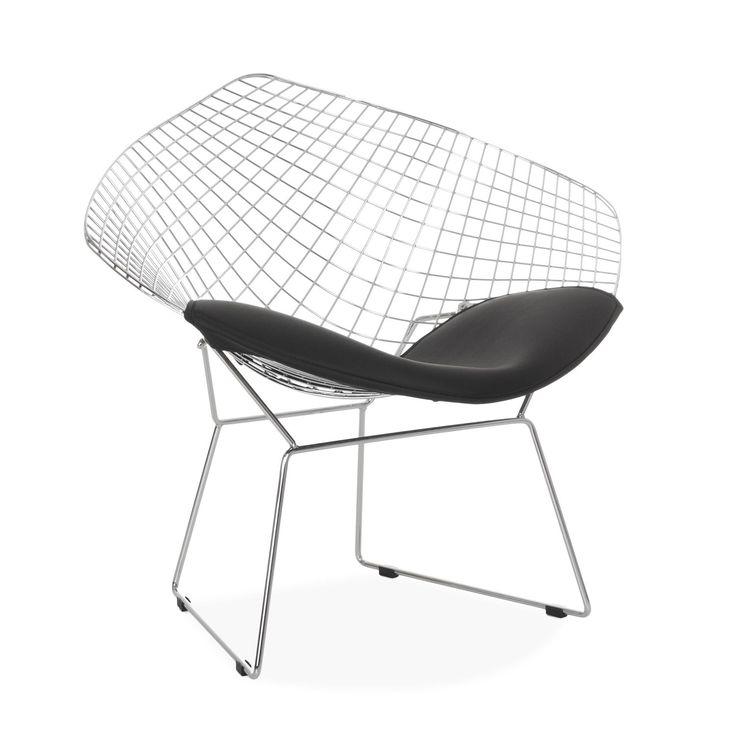 Oryginalne metalowe krzesło do stylowej  i designerskiej dekoracji każdej przestrzeni.  Wykonane z chromowanej stali i obite Poliuretanem w kolorze białym lub czarnym do wyboru.