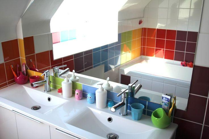 45 best images about rainbow bathroom salle de bains des for Faience salle de bain enfant