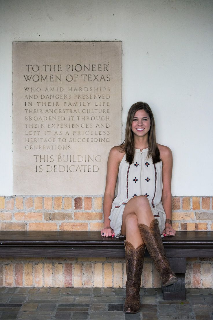 The University of Texas at Austin Senior Portraits by TWAY.PHOTOGRAPHY