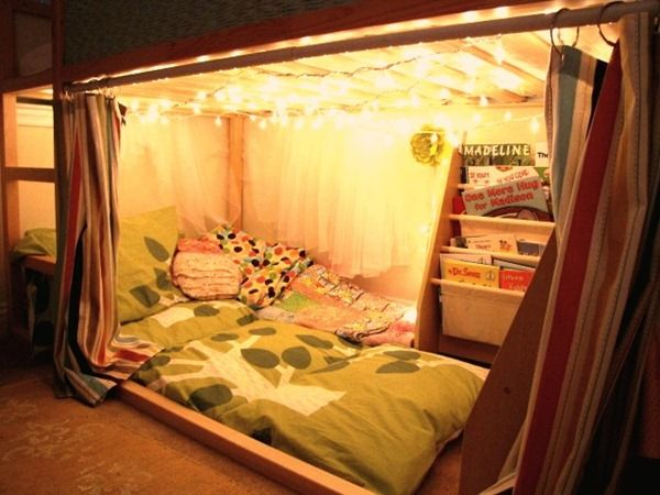 Love this pillow mattress craft as a way to use past-their-prime pillows. And so want to set up a fort like this somewhere.