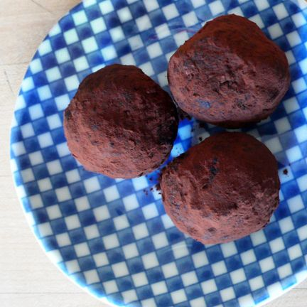 Makes about 28 truffles 2 cups walnuts 1 cup dried apricots ½ cup Ancient Organics Ghee 1 cup coconut flakes ½ cup cocoa powder, plus extra for dusting ¾ cup cacao nibs 2 tsp ground cardamom 2 tsp ...