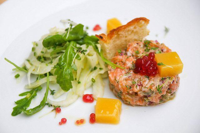 Tartar z lososa (Ocean48), crostini, fenyklový salát   Připravil šéfkuchař Radim Procházka  + www.morgal.cz/aktualni-nabidka-jidel