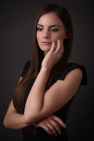 https://www.facebook.com/pages/Dorottya-Szil%C3%A1gyi-Make-up-Artist/773012472738216?ref=hl