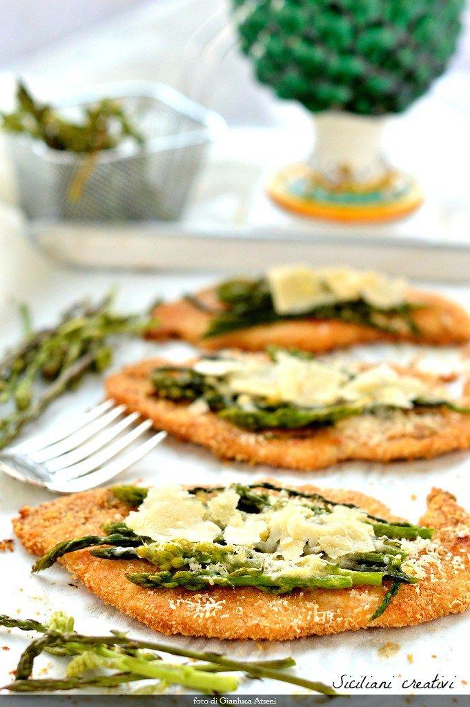 Un secondo facile facile, e persino leggero, con i meravigliosi asparagi selvatici? Eccolo qui: cotolette di pollo cotte al forno con asparagi saltati e Parmigiano Reggiano Dop. Un abbinamento, que…
