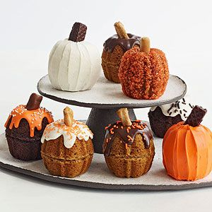 Turn mini bundt cakes into mini pumpkins for a fun (not to mention cute!) #Halloween party dessert.