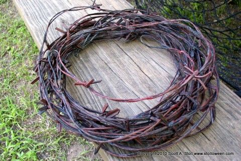Faux barbed wire tutorial for Halloween...  Awesome.