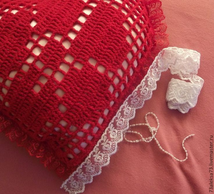 Купить Красные кружева любви Подушка вязаная декоративная - ярко-красный, подушка, сюрприз, романтика