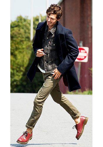 ステンカラーコートは「細身パンツ」でスマートに。(メンズ)   Italy Web