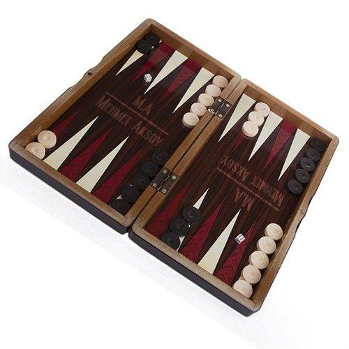 Tavlasever sevgilinize hediye edebileceğiniz harika bir ürün.  http://www.buldumbuldum.com/hediye/kisiye_ozel_tavla_seti/