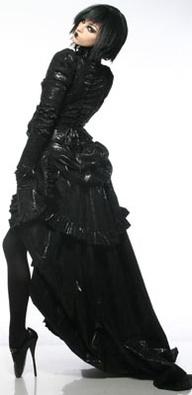 explore victorian gothic fashion