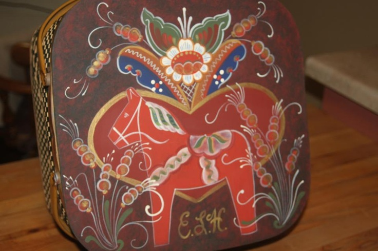 "Dala Horse Picnic basket, painted by my talented mother (""Scandinavian Folk Art Painter"" on facebook)"