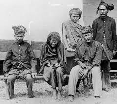 Atjeh War  Years of living in the jungle caused her to go blind and she also suffered rheumatism, yet she refused to surrender. On 16 October 1905, Pang Laot, her assistant,  unable to let Tjoet Nja Dhien suffered anymore, led a Dutch Marechausse squad under Luitenant Van Vuuren to her hideout. She was arrested and exiled to West Java, where she died in 1908.