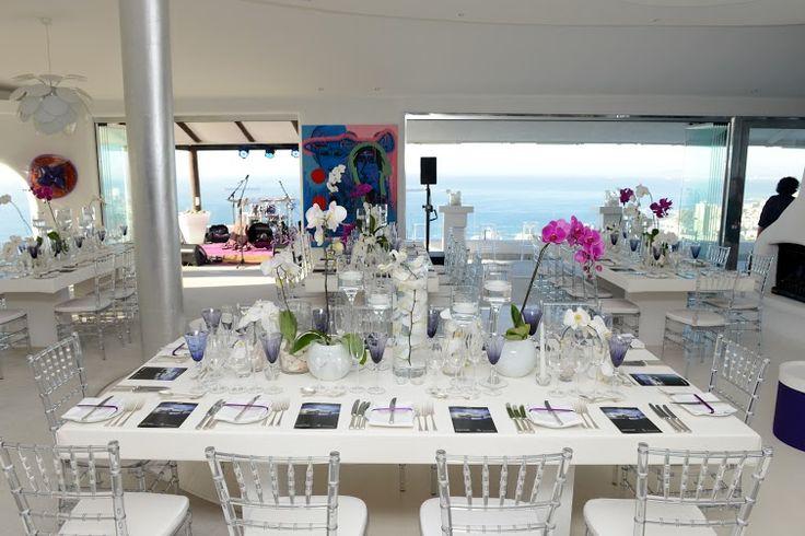 Bold chic yet elegant table decor