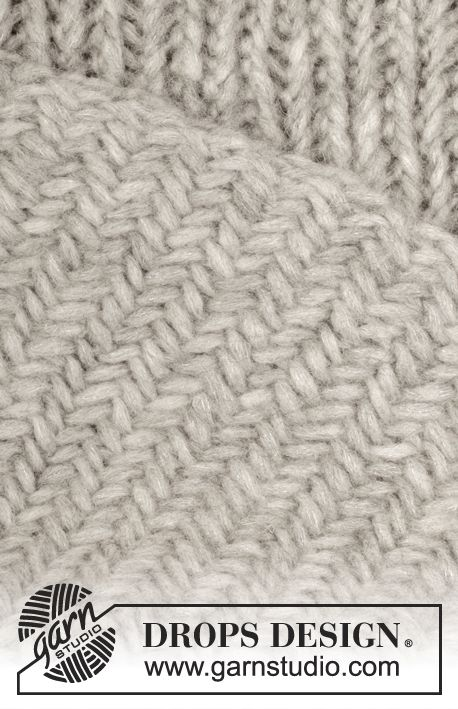 "Knitted DROPS blanket with herringbone pattern in ""Cloud"". ~ DROPS Design"