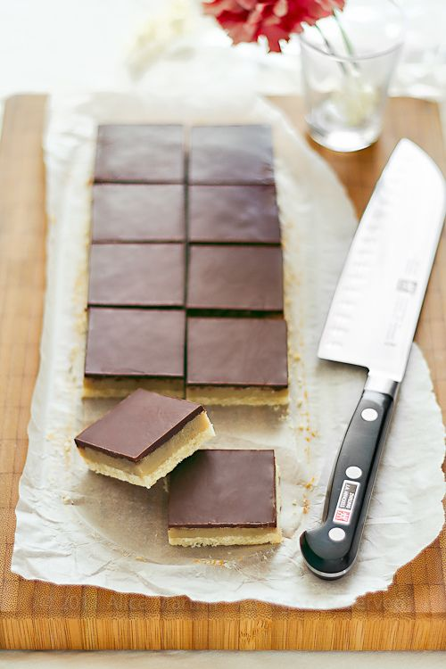 dulce de leche squares with coconut, chocolate and fleur de sel - vegan and just use google to translate