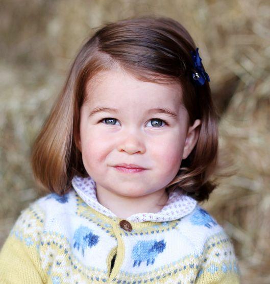 Prinses Charlotte 02-05-2015 Charlotte  is het tweede kind van de Britse prins William en Catherine Middleton. Ze is de vierde in lijn voor de Britse troonopvolging. Prinses Charlotte is het tweede kleinkind van kroonprins Charles en het vijfde achterkleinkind van koningin Elizabeth II. https://youtu.be/1c8zFbn1k8Y