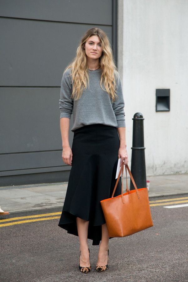 grey sweatshirt + black flowy skirt + camel tote