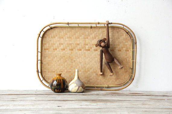A great vintage tray, perfect for serving or displaying. A natural bamboo woven tray, in great condition with light wear. Listing is for ONE