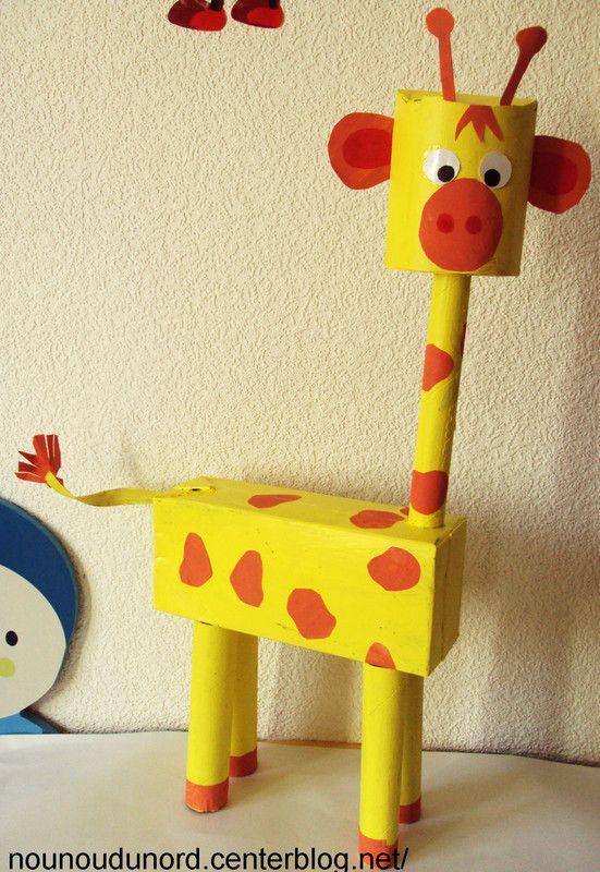 Girafe réalisée avec des boîtes et des rouleaux de papier wc, explications sur mon blog http://nounoudunord.centerblog.net/561-girafe-realise-avec-des-boites-et-des-rouleaux