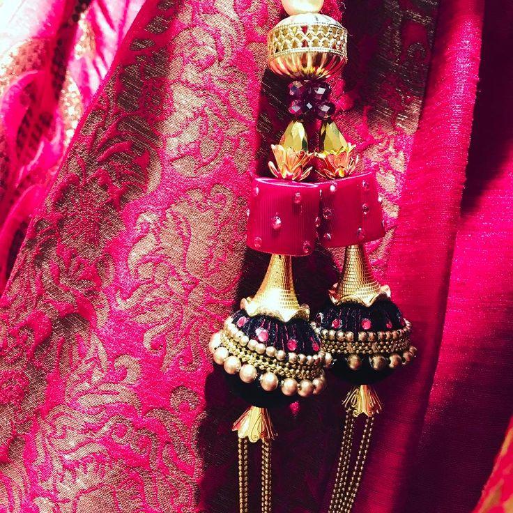 It's all in the details. Designer: @archanakochharofficial  #thebigfatindianwedding #shaadiseason #shaaditime #shaaditimes #wedmegood #maharaniwedding #bigfatindianwedding #southasian #southasianweddings #indianbrides #Indianfashion #bridebook #bridestyle desibrides #indianwedding #lehengas #desiweddings #Indianweddings  #maharaniweddings #desibride #indianbride #weddinghub #indianbridal #pin #yaarkishaadi #shaadi #happymarriage #lehenga