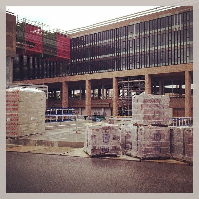 toes64's photo - de Belcrum zijde van het Station, in September begint de bouw aan de Centrumkant