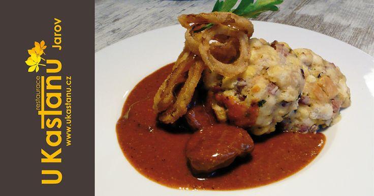 #restaurace #ukastanujarov  Pštrosí guláš se špekovými knedlíky a smaženou vídeňskou cibulkou. http://www.ukastanu.cz/jarov.html