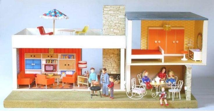Puppenhaus, Bodo Hennig, um 1968, 100 X 65 X 48cm, Puppen: Erna Meyer, Schrankwand: DDR-Poduktion, Lampe: Modella, Rest: Hennig Z