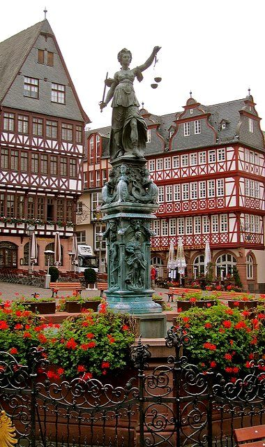 Altstadt Old Town, Frankfurt am Main, Germany (by cjbphotos1 on Flickr)
