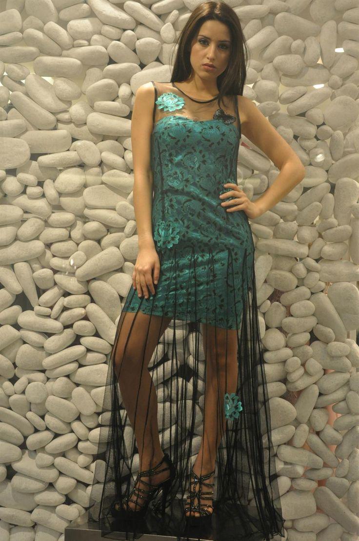 """Il nostro buongiorno oggi è dedicato alla #sensualità di questo #abito vedo/nonvedo, con inserti in pizzo """"effetto #tatuaggio"""". Venite a scoprirlo su www.noikika.com e nei nostri #stores anche nella versione #blu e nero  #tulle #abitolungo #pizzo #tubino #transparency #green #dressoftheday #picoftheday #tagsforlikes #elegant #elegance #fashion #style #moda #vedononvedo #longdress"""
