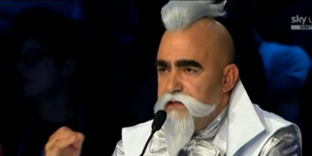 X Factor: Elio, con una mossa a sorpresa cambia idea e torna a vestire i panni di talent-scout dello show di Sky Uno.  http://www.sfilate.it/191849/x-factor-2013-elio-cambia-idea-e-habemus-giuria