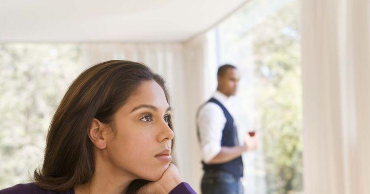 Cómo decir a tu marido que quieres una separación. Cuando estuviste ante tu marido el día de tu boda con tus amigos y familiares reunidos con nerviosismo ante ti, nunca pensaste en la discordia conyugal. La idea de una separación de tu marido puede ser humillante, devastadora, enojarte, o puede ser un alivio. Quizás desees una separación permanente que finalmente resultará en un divorcio o ...