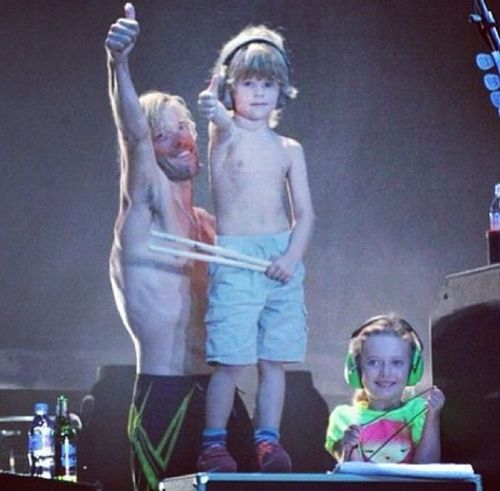 Taylor Hawkins , his son, Oliver, and Dave Grohl's daughter, Violet Grohl, foo fighters